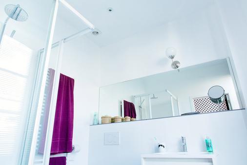B&B Place Jourdan - Brussels - Bathroom