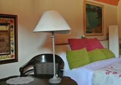 Hotel la Pepa Maca - Girona - Bedroom