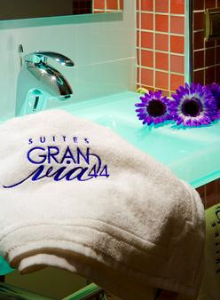 Suites Gran Via 44 Apartahotel - Granada - Bathroom