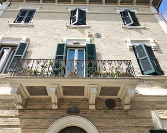 B&B Palazzo Mestichelli - Monteprandone - Gebouw