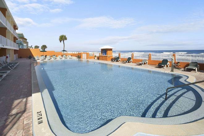 Super 8 Daytona Beach Oceanfront - Daytona Beach - Uima-allas