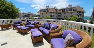 Wellington Resort - Newport - Innenhof