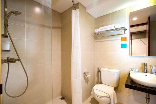 Siesta Legian Hotel - Kuta - Bathroom