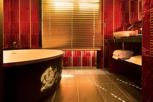 Buddha-Bar Hotel Paris - Paris - Bathroom