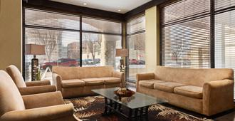 Days Inn by Wyndham Edmonton Downtown - Edmonton - Lounge