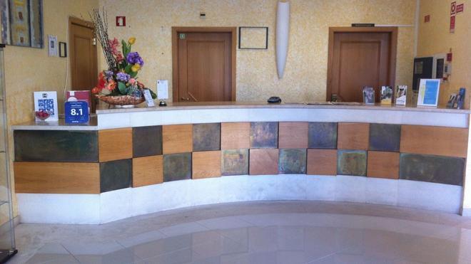Hotel Francis - Beja - Front desk
