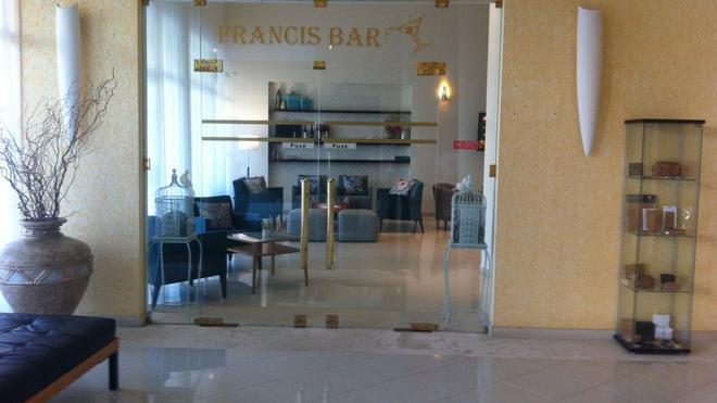 Hotel Francis - Beja - Lounge