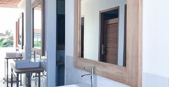 Kos One Hostel - North Kuta - Bathroom