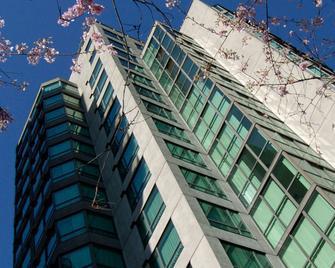 Landis Hotel And Suites - Vancouver - Building