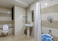 Galaxy Inn - Kolhāpur - Bathroom