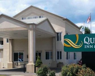 Quality Inn & Suites Northampton- Amherst - Northampton - Gebäude