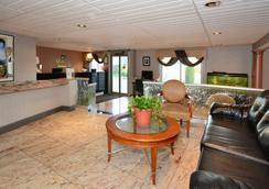 Quality Inn & Suites Northampton- Amherst - Northampton - Lobby