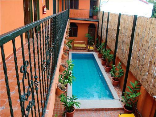 Boutique Hotel Maharaja - Granada - Pool