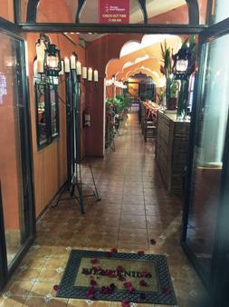 Boutique Hotel Maharaja - Granada - Front desk