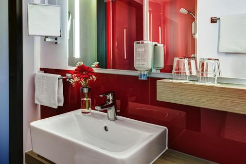 Intercityhotel Frankfurt Airport - Frankfurt am Main - Bathroom