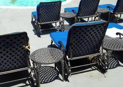Ramada Plaza by Wyndham West Hollywood Hotel & Suites - West Hollywood - Pool
