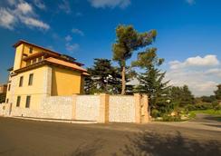 Poggio Regillo - Frascati - Building