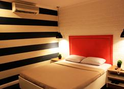 Urban Travellers Hotel - Pasay - Bedroom