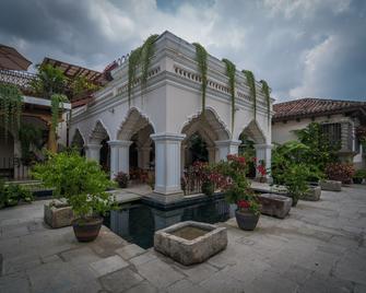 Pensativo House Hotel - Antigua - Building