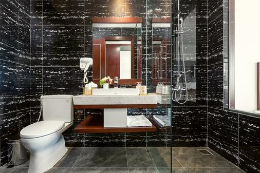 Aria Grand Hotel & Apartments - Da Nang - Bathroom