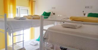 Racing Mackerel Hostel - Lagos - Bedroom