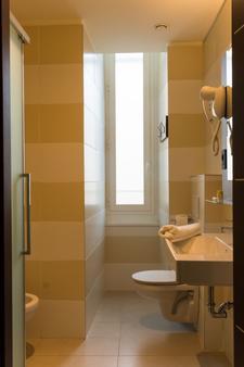 B&B Hotel Genova - Γένοβα - Μπάνιο