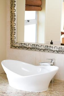 Whale View Manor Guesthouse - Simon's Town - Bathroom