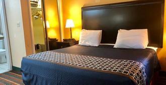 Nashville Airport Inn & Suites - Nashville - Bedroom