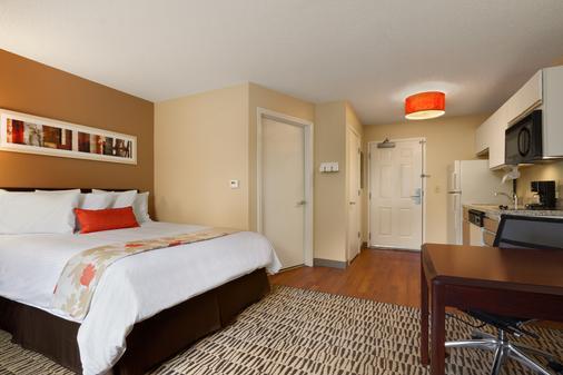 Hawthorn Suites by Wyndham Greensboro - Greensboro - Κρεβατοκάμαρα