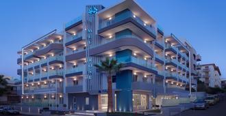 メルローズ ホテル - レシムノン - 建物