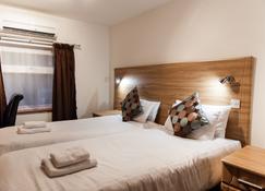 OYO Arinza Hotel - Ilford - Camera da letto