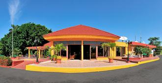 Cubanacan Las Cuevas - Trinidad - Building