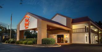 Red Roof Inn Tupelo - Тупело
