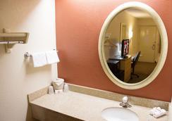 Red Roof Inn Madison,WI - Madison - Bathroom