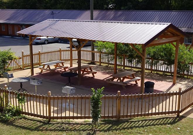Red Roof Inn Starkville - University - Starkville - Patio