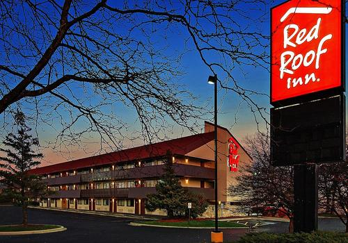 Red Roof PLUS+ Chicago - Schaumburg/Woodfield Mall $48