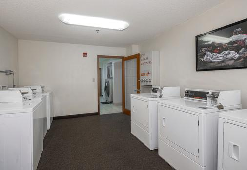 Red Roof Inn Cedar Rapids - Cedar Rapids - Laundry facility