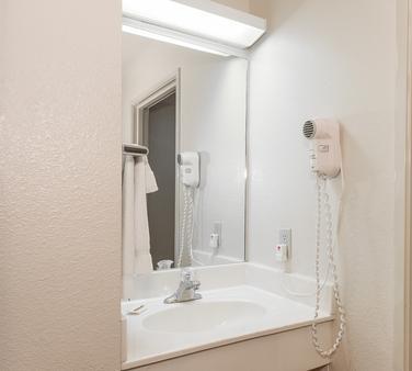 Red Roof Inn St Robert - Ft Leonard Wood - St Robert - Bathroom