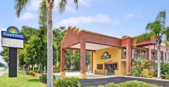 Days Inn by Wyndham Daytona Beach Downtown - Daytona Beach - Edificio