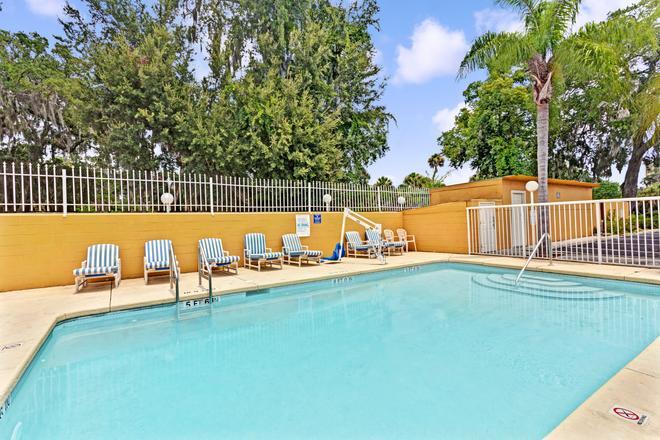 Days Inn by Wyndham Daytona Beach Downtown - Daytona Beach - Pool