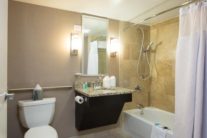 Crowne Plaza Memphis Downtown - Memphis - Bathroom