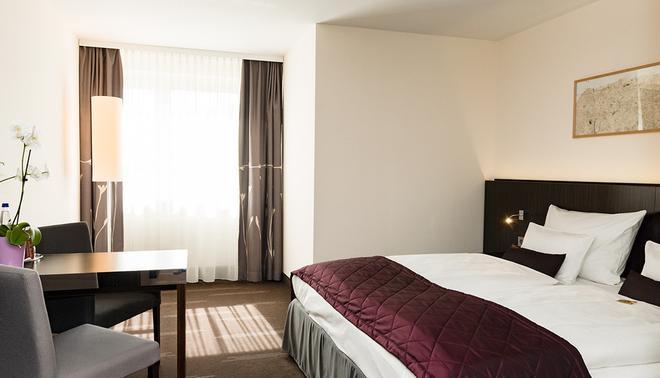Hotel Europa - Munich - Bedroom