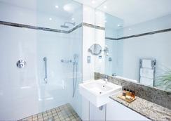 Rydges Kensington Hotel - London - Bathroom