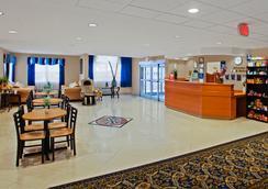 金士蘭溫德姆麥克羅迪爾套房酒店 - 金斯蘭 - Kingsland - 大廳