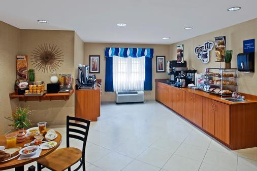 金士蘭溫德姆麥克羅迪爾套房酒店 - 金斯蘭 - Kingsland - 自助餐