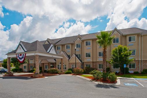 Microtel Inn & Suites by Wyndham Kingsland - Kingsland - Building