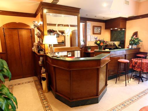 Hotel Baltico - Rome - Front desk