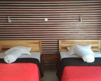 Medewi Hady Surfcamp - Pekutatan - Bedroom
