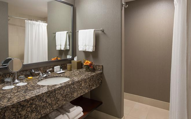 The Paramount Hotel - Portland - Bathroom