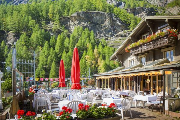 Typically Swiss Hotel Täscherhof - Taesch - Building